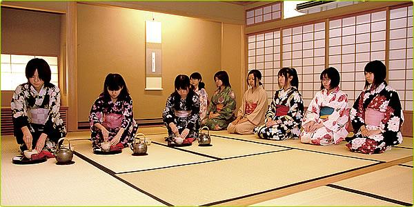 Tea ceremony girls